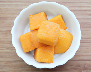 Paradise Mango Chunk | The rich sweetness and the deep orange color of Vietnamese mangos are very unique. It is perfect for desserts such as smoothie, lassi and parfait.